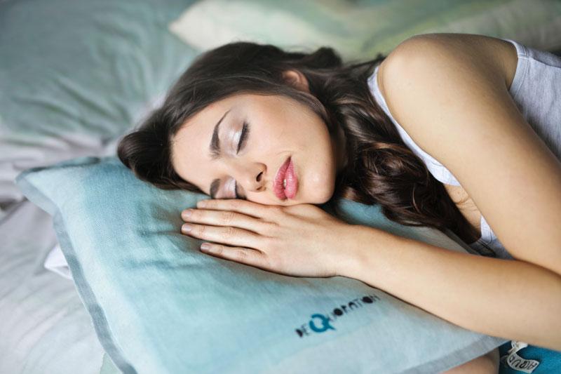 ventajas de dormir boca abajo